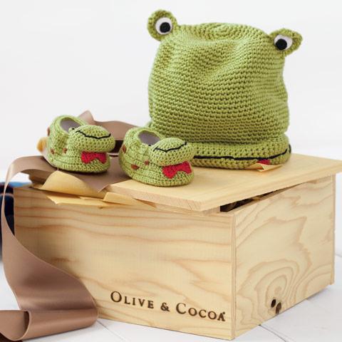 Oliver Frog Hat & Booties